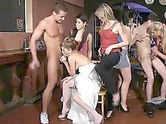 Veja quais bachelorettes com tesão pode fazer na festa de CFNM após uma