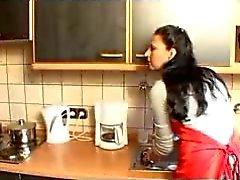 Duitse huisvrouw heeft seks in de keuken