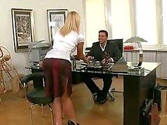Hot Tsjechische secretaris geneukt door Boss