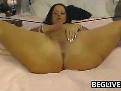 Big tit culo bruna Emily Addison si masturba