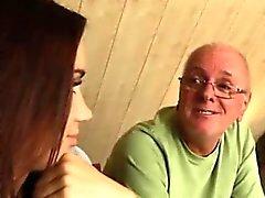 Heiße alte Dame und Redhead bildet ihre Pussycreme Jedes Stück o