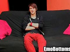 Emo- Twink Andy Kai Ziehen an seine harte Schwänze