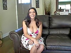 Raylene de MILF Makes You Jerk Off