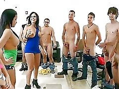 Abella Anderson & Her Pals Kiusaa ...
