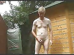Outdoor strip , wank en cum
