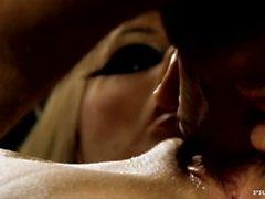Black Angelika und Tarra White Get Power gefickt in diesem FFM Threesome