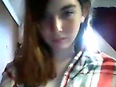 Сексуальное рыжая подростков школьницы дразнит на веб-камеру