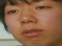 Un muchacho adolescente que Japón comienza