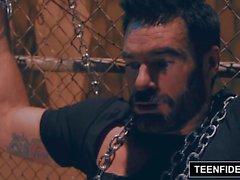 TEENFIDELITY Charles Dera faller till en vampyrhusmor