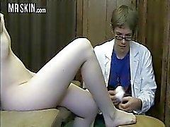 Знаменитости медицинских сестер сосут и трахаются сливок !