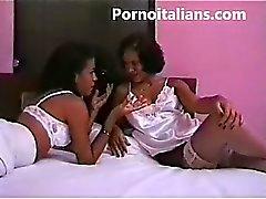 orgia con transessuale italiana - Italian orgy with tranny -