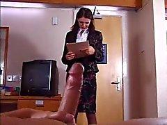 Britse slet wordt geneukt in een hotelkamer