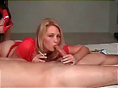 Hot Blonde Cougar i häl Smoking BJ