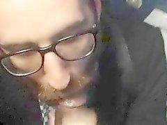 Halka açık tuvalete Hot sakallı adam emerek adamın