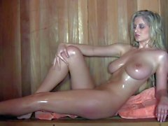 Desnudo rubia pechugona espera Jenny McClain en la sauna