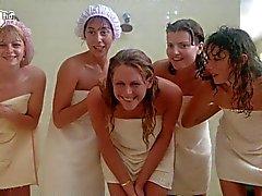 Porkys - Подглядывание Gloryhole душ сцена ( соло девочек )