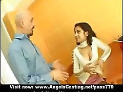 Sexy brunette Indische bruid praten met een jongen