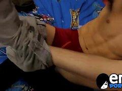 Andy Kay travaille Brandon White avec un gode et sa bite