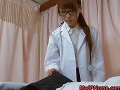 Super sexy Japanse verpleegkundigen zuigen
