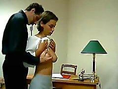 Busty adolescente conseguir su culo bien Pechos aceitado Spanked al Rojas por el médico de