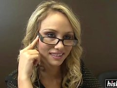 Nerdy chick knows how to fuck properly