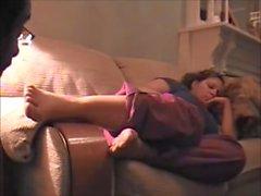 Sleepy Fotfetisch & Amatör foten dyrka två