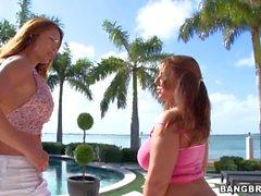 Sexy de Big Butt des femmes Mme Monique Fuentes est et la Lexxxi Lockhart