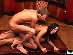 Kinky Vanessa baise avec deux mecs