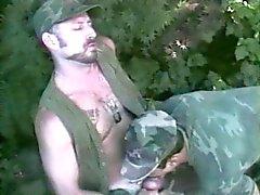 Galã maduro militar explode por uma classificação mais baixa
