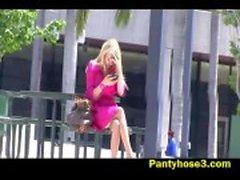 Nylon upskirt van meisje bij park