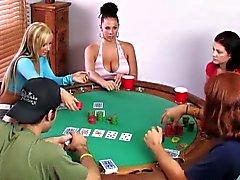 Parinvaihto pelaamaan pokeria korttipelissä