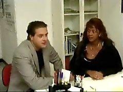 Witte arts geeft een anale Crempie aan Zijn Zwarte Zwangere