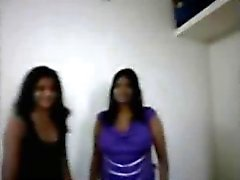 Busty Boobs Indische Aunty doet blowjob aan haar klanten