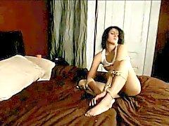 Lesbische Meesteres met Haar Gebonden slaaf ! ! !