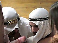Американских хозяйки рогоносцы обе её арабским муж