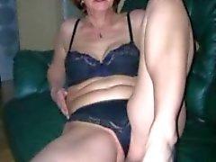 Oma houdt van te zwaaien met jonge jongens