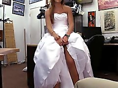 Bonitas que empeños Nena rubia el vestido de novia e golpe