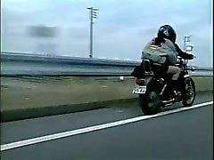 Lesbo Aasian pornoa : Motoristit Ilm Up Girl !