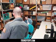 YoungPerps: Twink twink criminal golpea a un policía colgado