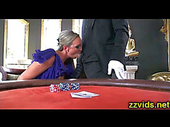 Smokin 'blond Abbey Brooks foré sur cassino tableHD ポ ル ノ 動画