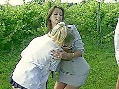Lesbische docenten Punish Roken Schoolgirls