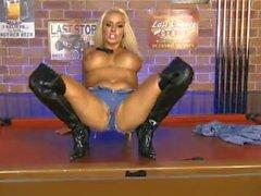 Dannii Harwood 2015/08/20 (1)