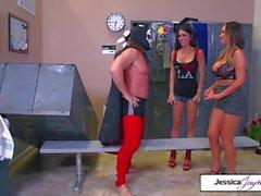 Jessica y Nikki llevan gallo gigantesco en sus agujeros húmedos