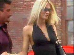 Jessica D dar boquete quente por carro quente