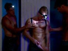 Gay musculoso pedaços quentes com faróis