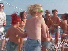 Real adolescenti al partito di yacht