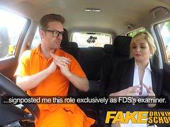 Falso Driving School Posh tetona folla examinador rubias