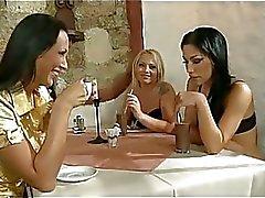 PMov48 De Milf cafe b