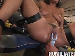 Charley de Chase humilited dans un garage
