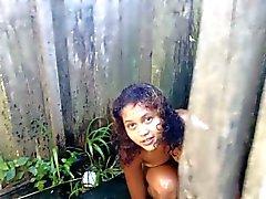 Adolescente perfeitos do Brasil no chuveiro público